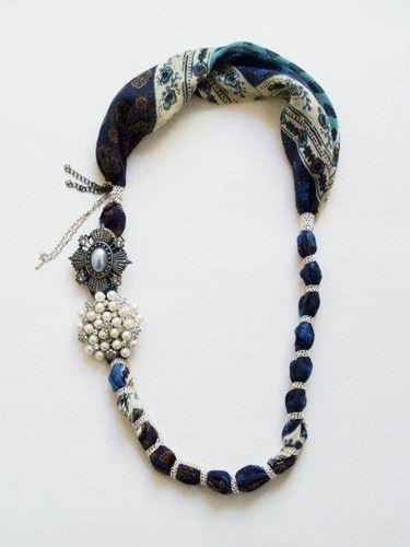 La collana con il foulard