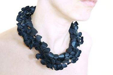 collana con materiale riciclato