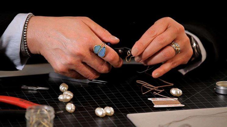 Come infilare una collana di perle