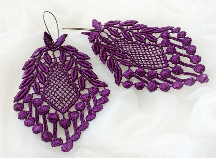 orecchini in pizzo colorati