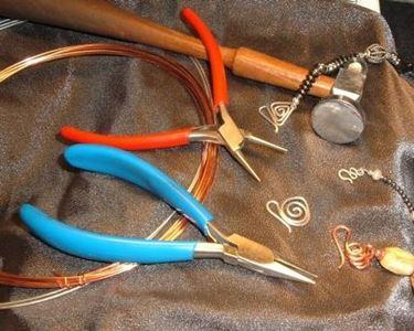 Anelli e bracciali da vecchi cavi elettrici