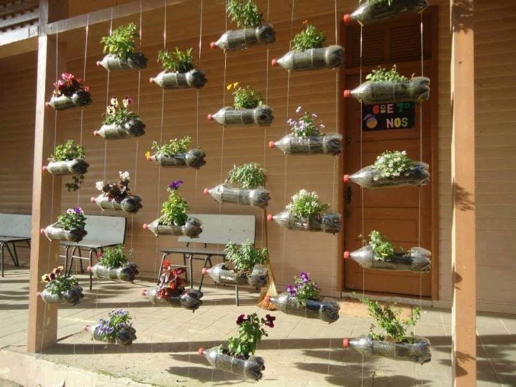 contenitori per piante con bottiglie di plastica