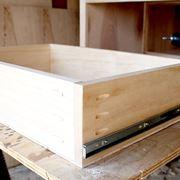 Costruzione comodino in legno
