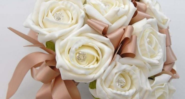 mazzo di rose in nastro