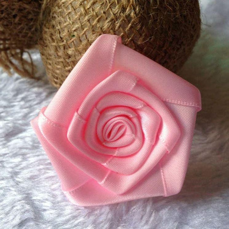 rosa con nastro