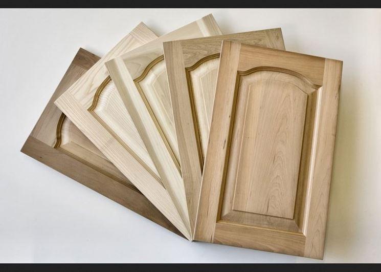 Montaggio ante prefinite in legno bricolage montare - Verniciare ante cucina legno ...