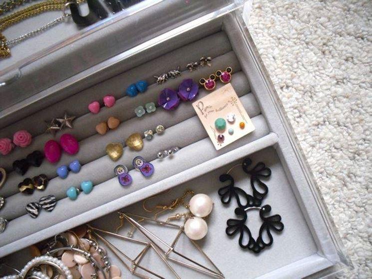 Cool appendi orecchini fai da te vn37 pineglen - Porta gioielli ikea ...