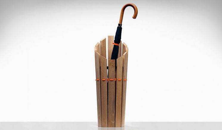 portaombrelli con assi di legno