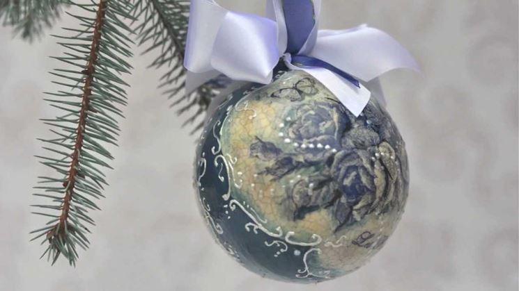 Palle Di Natale Fai Da Te.Tutorial Decoupage Palle Di Natale Bricolage