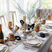 tavola decorata per capodanno