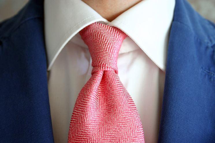 fare <strong>nodo doppio</strong> a cravatta