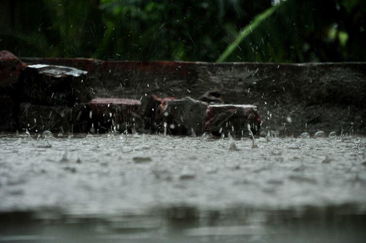 terrazzo bagnato dalla pioggia