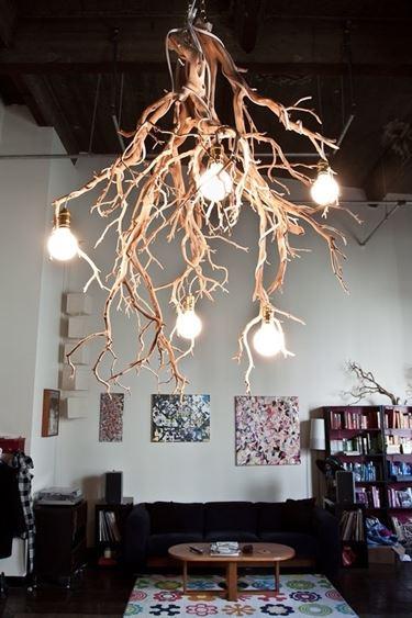 lampadario con rami di legno
