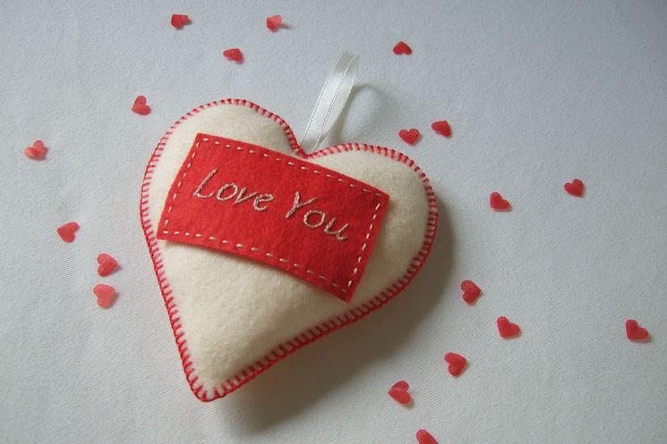 Risultati immagini per regalo con un cuore