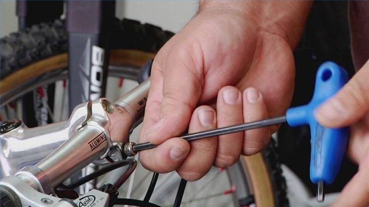 regolare manubrio bici