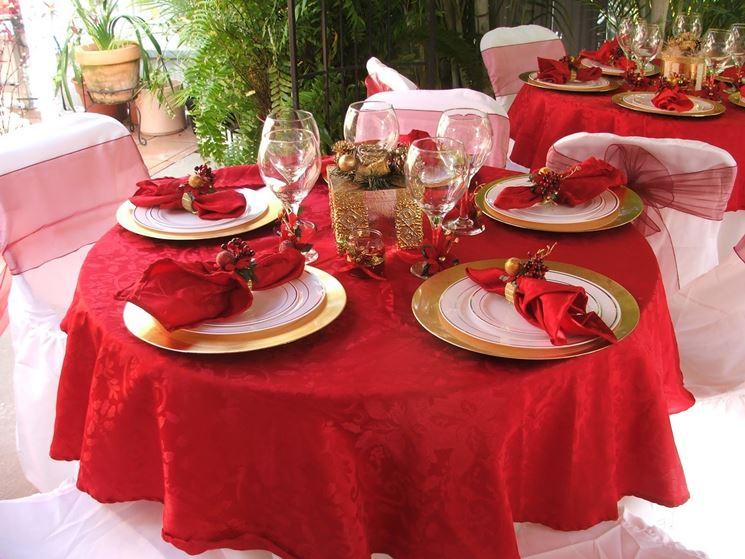 tavola natalizia in rosso