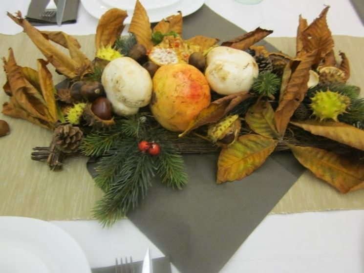 foglie e pigne per decorare