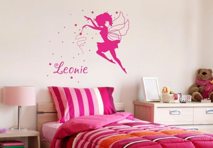 Stencil fatina sul letto