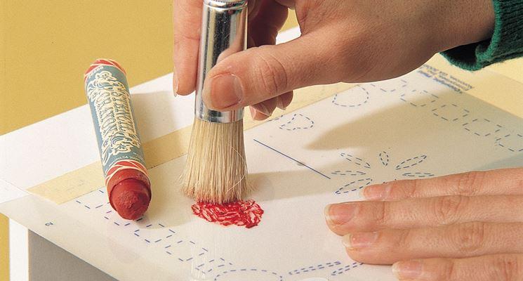 realizzazione decorazione con stencil