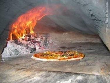 Cucinare nel forno a legna