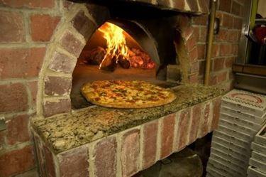 cucina con forno a legna