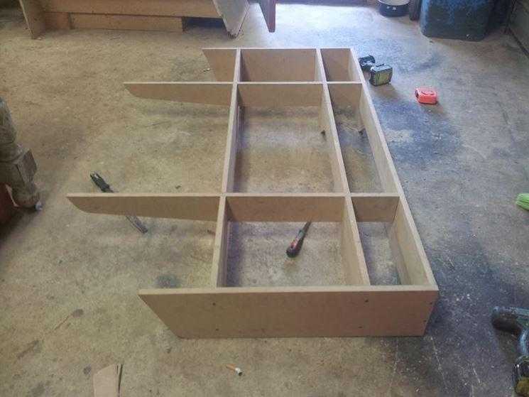 Come costruire una cassettiera legno istruzioni per for Coprilavatrice legno fai da te