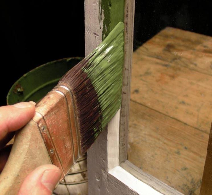 verniciare finestra in legno