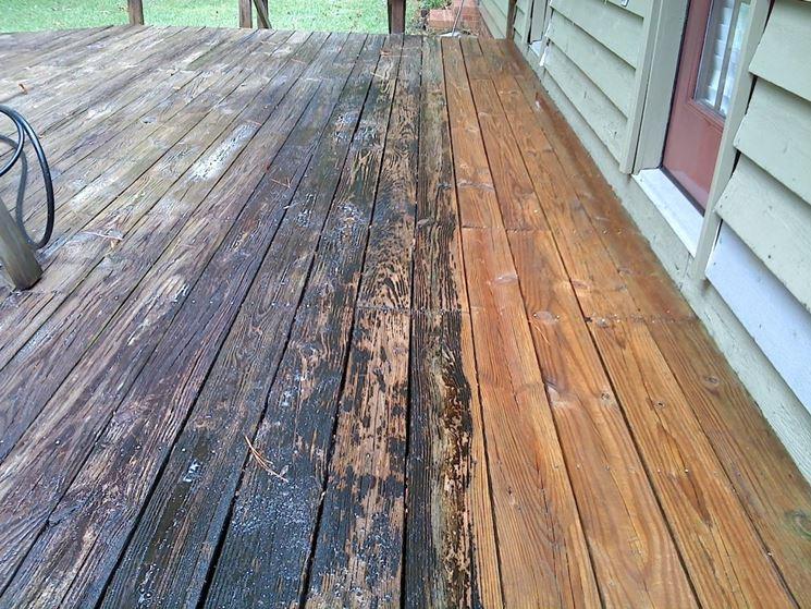 cura pavimentazione in legno
