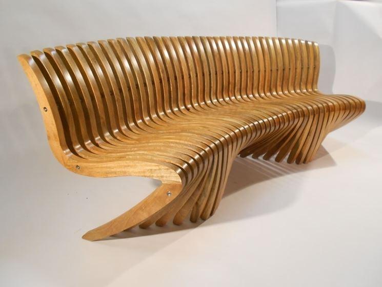 panchina in legno curvato