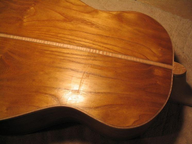 chitarra finita con gommalacca