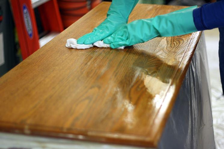 stesura della gommalacca