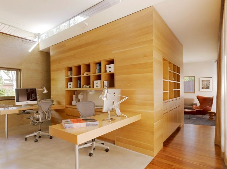 pareti moderne con perline di legno chiaro