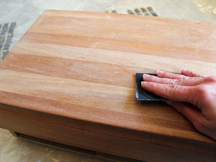 levigare il legno a mano