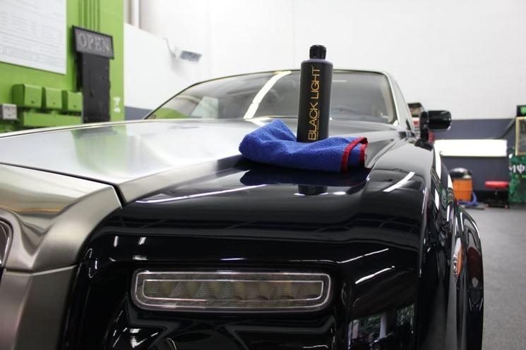 applicare cera per auto
