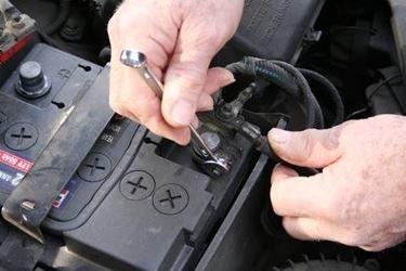 cambiare batteria auto
