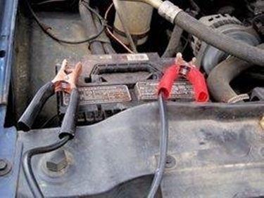 ricaricare la batteria dell'auto