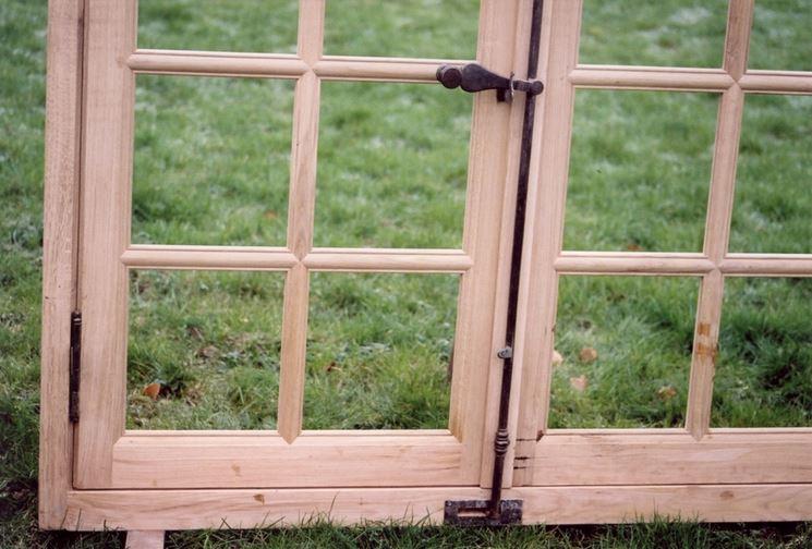 Come restaurare una finestra in legno manutenzione for Finestra legno antica