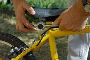 regolare sella bici