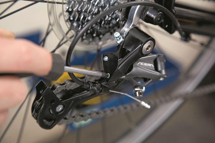 La regolazione del cambio posteriore bicicletta