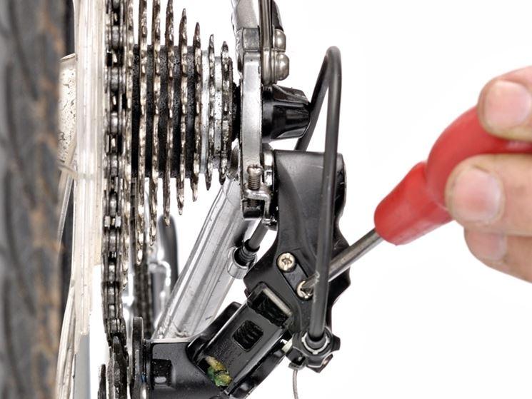 Verifica e rifinitura regolazione cambio bici