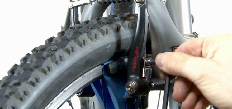 regolazione pattini freno bici