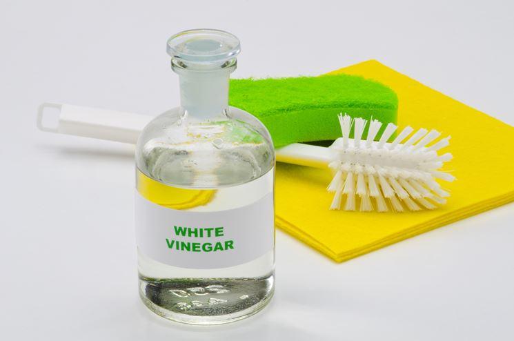 pulire con l'aceto bianco