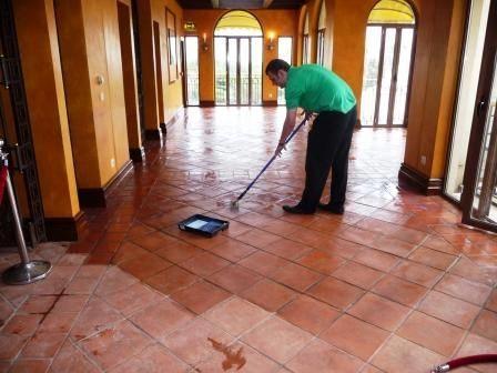 Cera per pavimenti in cotto pulizia