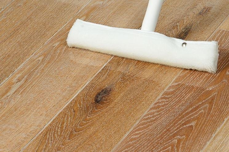 Come lucidare il parquet pulizia tecniche per la for Pulizia parquet