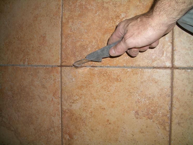 Come rinnovare le fughe tra le piastrelle pulizia - Pulire fughe piastrelle da olio ...