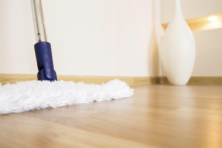 Pulire il parquet senza rovinarlo pulizia manutenzione for Pulire parquet