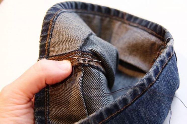 imbastire l'orlo dei jeans