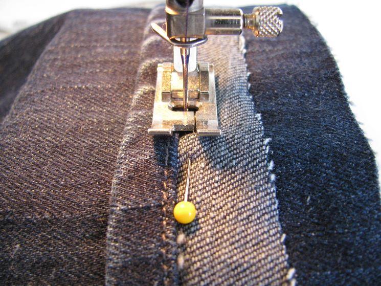 cucire orlo jeans