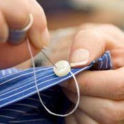 cucire bottone a camicia
