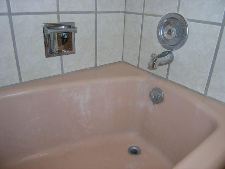 Rinnovare Vasca Da Bagno Prezzi : Come rinnovare lo smalto di una vasca da bagno tecniche